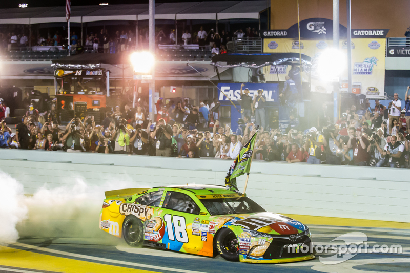 Race winner and 2015 NASCAR Sprint Cup series champion Kyle Busch, Joe Gibbs Racing Toyota celebrate