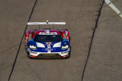 Chip Ganassi Racing Ford GT LM hace una vuelta de desfile