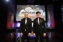 NASCAR Truck Series campeón Erik Jones, NASCAR Xfinity Series campeón Chris Buescher