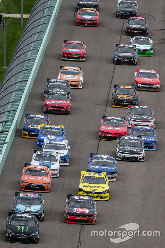 Restart: Austin Dillon, Richard Childress Racing Chevrolet and Kyle Busch, Joe Gibbs Racing Toyota lead the field