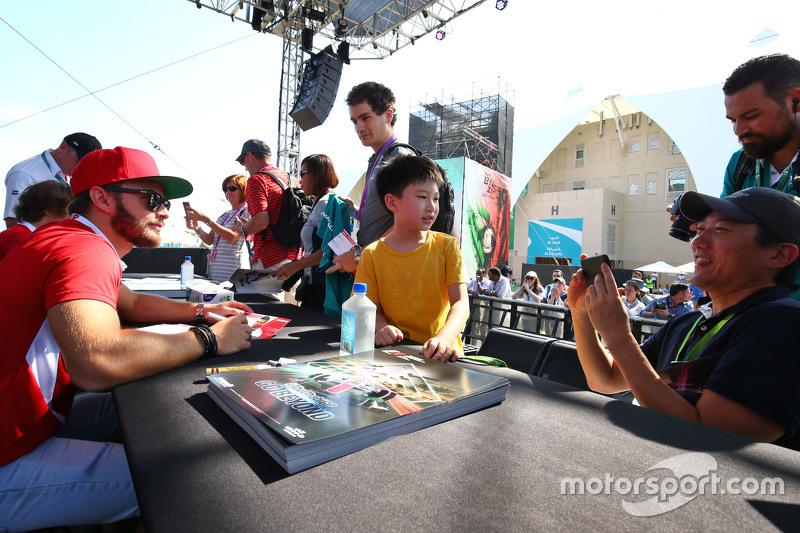 Will Stevens, Manor Marussia F1 Team, mit Fans