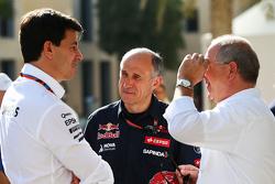 Toto Wolff, Mercedes AMG F1 aandeelhouder en directeur met Franz Tost, Scuderia Toro Rosso teambaas