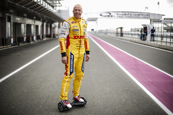 Tom Coronel in de paddock
