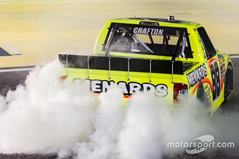 Race winner Matt Crafton, Thorsport Racing celebrates