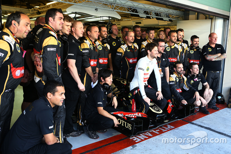 Romain Grosjean, Lotus F1 Team, beim Teamfoto