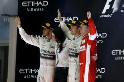 Segundo lugar Lewis Hamilton, Mercedes AMG F1 Team y el ganador de la carrera Nico Rosberg, Mercedes