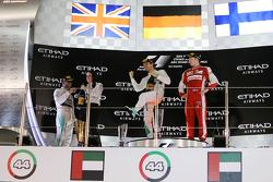 Podio: il vincitore Nico Rosberg, Mercedes AMG F1 Team, secondo Lewis Hamilton, Mercedes AMG F1 Team, terzo Kimi Raikkonen, Ferrari