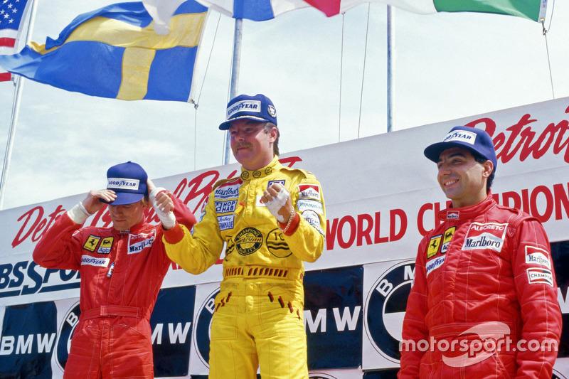 Podium : le vainqueur Keke Rosberg, Williams, le deuxième Stefan Johansson, Ferrari, et le troisième Michele Alboreto, Ferrari
