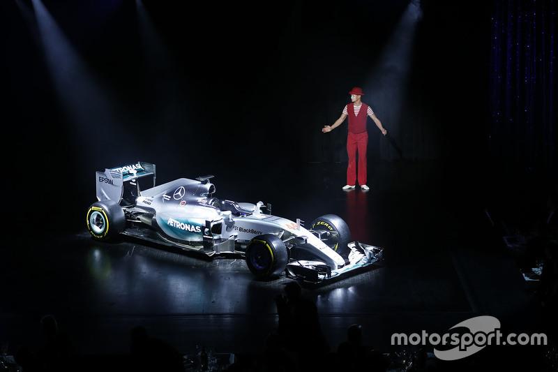 Título de ganador Mercedes AMG F1 W06 de Lewis Hamilton.