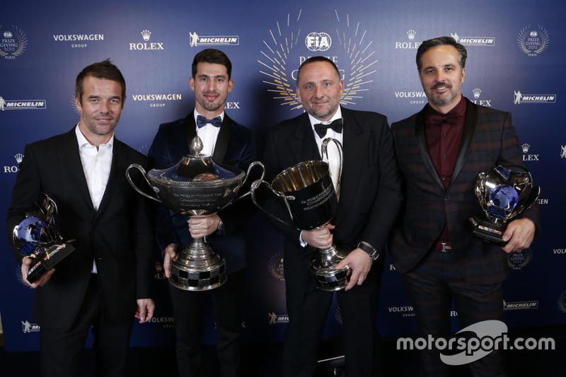 雪铁龙包揽世界房车锦标赛所有的四座奖杯!从左至右:塞巴斯蒂安·勒布、何塞·玛利亚·洛佩兹、伊芙·马顿和伊万·穆勒