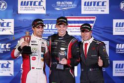 Подиум: Меди Беннани, Sébastien Loeb Racing, Том Чилтон, ROAL Motorsport и Стефано Д'Асте, Münnich Motorsport