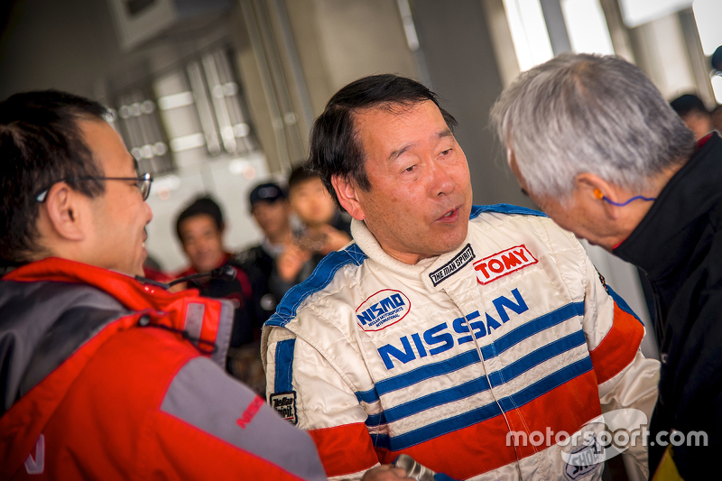 Nissan driver speaks with fans