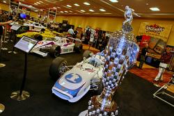 Trofeo de Borg-Warner en la pantalla de la evolución de la IndyCar