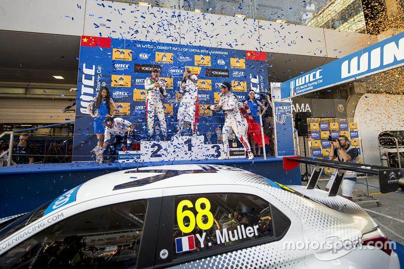 Podium: race winner Yvan Muller, Citroën C-Elysee WTCC, Citroën World Touring Car team, second place Gabriele Tarquini, Honda Civic WTCC, Honda Racing Team, third place Jose Maria Lopez, Citroën C-Elysée WTCC, Citroën World Touring Car team