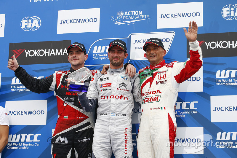 Podium: winner Jose Maria Lopez, Citroën World Touring Car team, second place Norbert Michelisz, Zengo Motorsport, third place Gabriele Tarquini, Honda Racing Team JAS