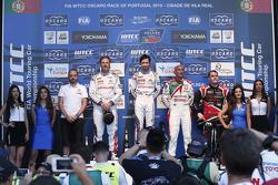 Podium: race winner Ma Qing Hua, Citroën World Touring Car team, second place Yvan Muller, Citroën W