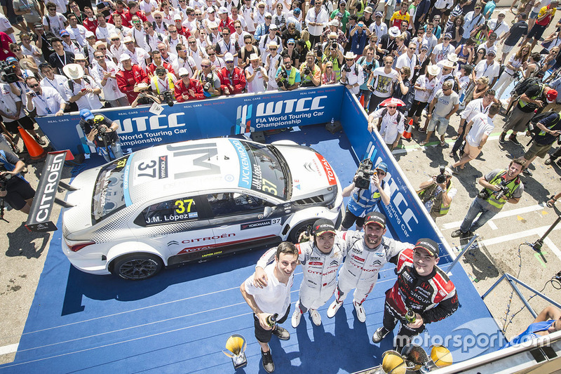 Podium: race winner Jose Maria Lopez, Citroën C-Elysée WTCC, Citroën World Touring Car team, second