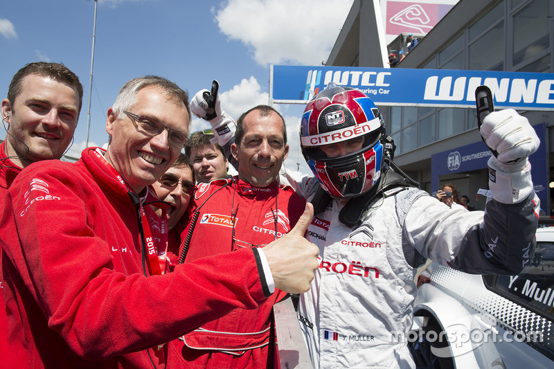 Race winner Yvan Muller, Citroën C-Elysee WTCC, Citroën World Touring Car team and Carlos Taveres, C