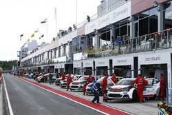 Ambiance in the pitlane
