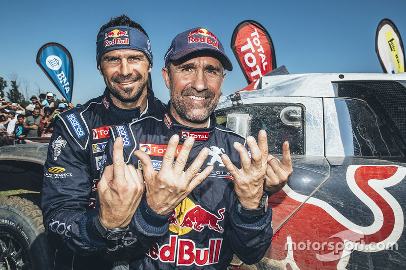 汽车组冠军斯蒂芬·彼得汉塞尔与队友西里尔·德普雷,标致车队