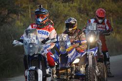 Motorräder und Quads warten auf den Start der Etappe