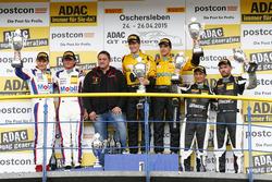 Подіум, друге місце - Себастіан Аш, Лука Людвіг, Team Zakspeed Mercedes-Benz SLS AMG GT3, перше місце - Крістіан Енгельхард, Клаус Бахлер, GW IT Racing Team Schütz Motorsport Porsche 911 GT3 R, третє місце - Харальд Прошик, Андреас Симонсен, HP Racing Mercedes-Benz SLS AMG GT3