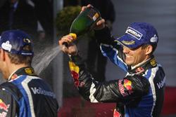 Podium: winnaars Sébastien Ogier, Julien Ingrassia, Volkswagen Motorsport