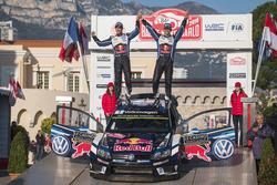 Podium: ganaores, Sébastien Ogier, Julien Ingrassia, Volkswagen Motorsport