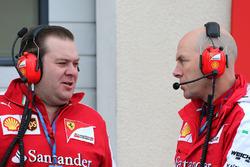 Dave Greenwood, Ferrari-Renningenieur, und Jock Clear, Ferrari