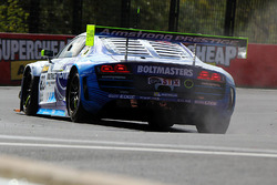 #82 International Motorsport, Audi R8 LMS Ultra: Andrew Bagnall, Rick Armstrong, Matt Halliday, in Schwierigkeiten
