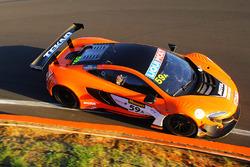 McLaren 650S команды Tekno Autosports : Шейн ван Гисберген, Алвару Парент, Джонатон Уэбб
