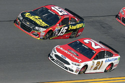 Ryan Blaney, Wood Brothers Racing Ford, Clint Bowyer, Hscott Motorsports Chevrolet
