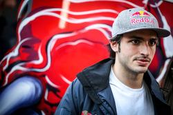 Carlos Sainz Jr., Scuderia Toro Rosso con i giornalisti