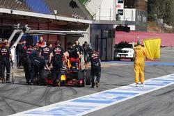 Даниил Квят, Red Bull Racing RB12 остановился на пит-лейне