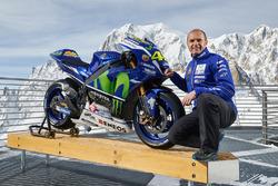 Руководитель команды Movistar Yamaha MotoGP Team Массимо Мерегалли с мотоциклом Yamaha YZR-M1 2016 года Валентино Росси, Yamaha Factory Racing