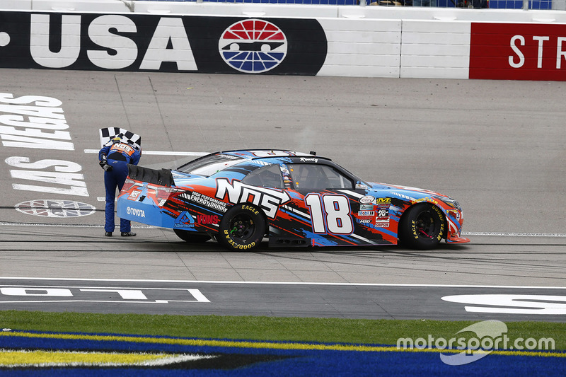 Xfinity-Sieger Kyle Busch (Gibbs-Toyota)