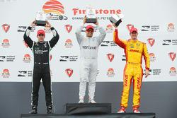 Podium: racewinnaar Juan Pablo Montoya, Team Penske Chevrolet, tweede plaats Simon Pagenaud, Team Penske Chevrolet, derde plaats Ryan Hunter-Reay, Andretti Autosport Honda