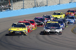 Herstart, Carl Edwards, Joe Gibbs Racing Toyota en Kevin Harvick, Stewart-Haas Racing Chevrolet
