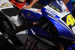 La ganadora moto de Valentino Rossi en parc ferme