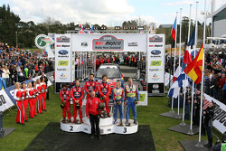 Podio: Sébastien Loeb y Daniel Elena, Daniel Sordo y Marc Marti, Mikko Hirvonen y Jarmo Lehtinen
