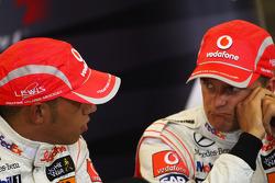 Conferencia de prensa posterior calificación: ganador de la pole Lewis Hamilton, Heikki Kovalainen el tercer lugar