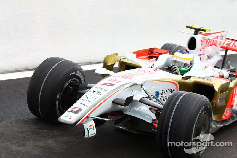 Giancarlo Fisichella, Force India F1 Team, VJM-01 comes into the pit lane to get a new front wing