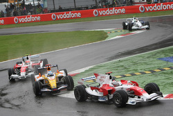 Jarno Trulli, Toyota Racing, TF108 and Fernando Alonso, Renault F1 Team, R28