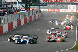 Start: #8 Team Peugeot Total Peugeot 908 HDi-FAP: Pedro Lamy, Stéphane Sarrazin and #7 Team Peugeot Total Peugeot 908 HDi FAP: Marc Gene, Nicolas Minassian battle for the lead