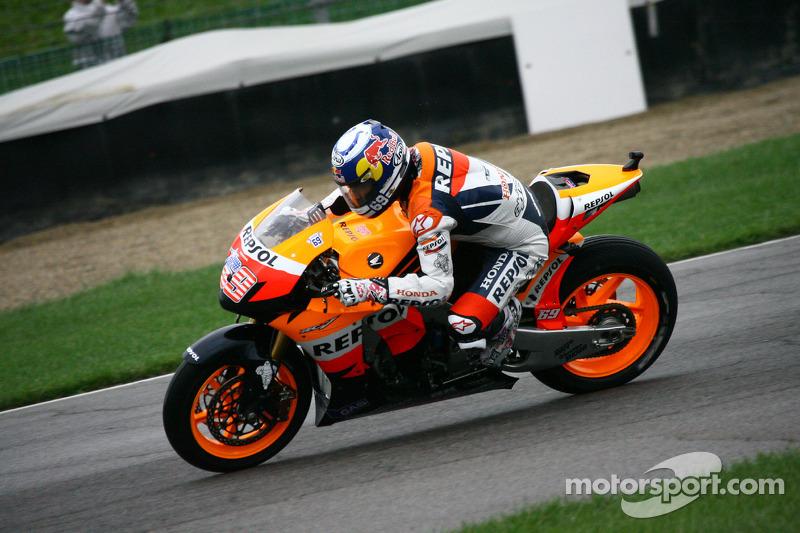 2008: Repsol Honda, 6º no campeonato (155 pts), 2 pódios, 16 corridas