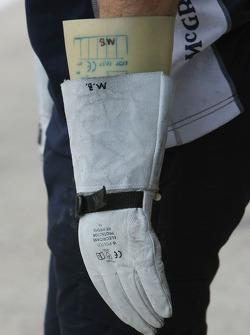 Williams F1 Team, mechanics wearing protective gloves