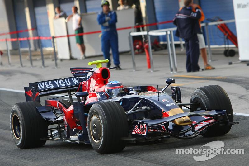 Takuma Sato prueba el STR03 de la Scuderia Toro Rosso (2008)
