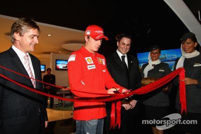 Kimi Raikkonen visita el Grand Prix de Abu Dhabi Etihad Airways F1