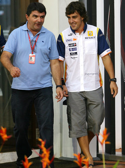 Fernando Alonso, Renault F1 Team with his manager Luis Garcia Abad