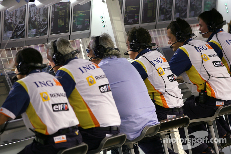 Briatore & Technikchef Pat Symonds werden gesperrt, verklagen aber die FIA